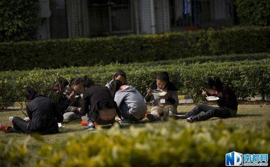 深圳童工被遣送回老家 拒絕拍照怕無法打工(圖)_新聞_騰訊網