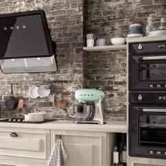European Kitchen Design Small Remodel Pictures 世界顶级厨电品牌 豪宅里那些叫不出名字的逆天设备 界面新闻 生活 基于 时尚与科技融合之美 的产品研发理念 Smeg先后与全球顶级建筑大师 设计 师通力合作 为smeg产品赋予经典的外形与灵魂 不遗余力地传递意大利风格 并且将设计