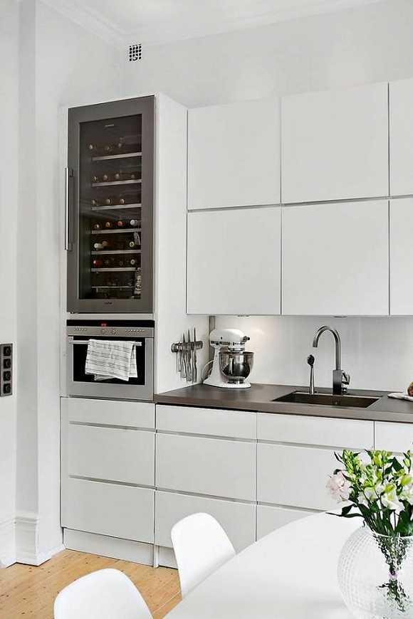 grey kitchen backsplash top of the line appliances 这才是橱柜的正确打开方式 惊艳整个厨房 界面新闻 jmedia 白色橱柜高贵纯洁 是任何人都无法抗拒的颜色 但是如果单用白色装点厨房会显得有些寡淡 喜欢性冷淡风的人可以忽略 无论是台面还是厨房操作台的后挡板 巧妙的用