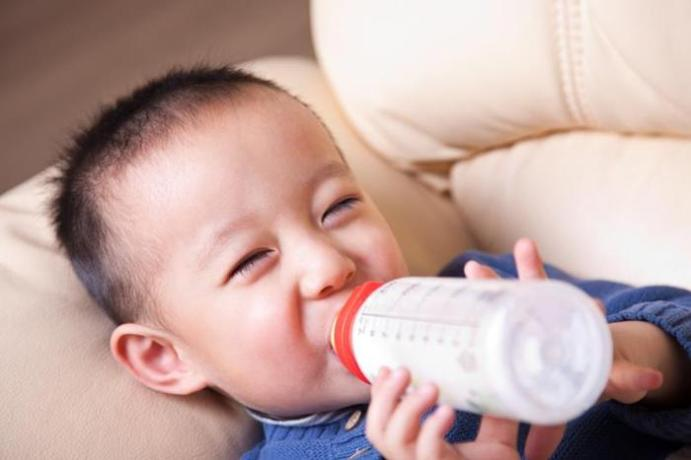 Склонность к ожирению передается с молоком матери!