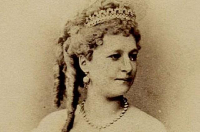 Царица канкана Вера Лядова, любительница шокирующе откровенных нарядов