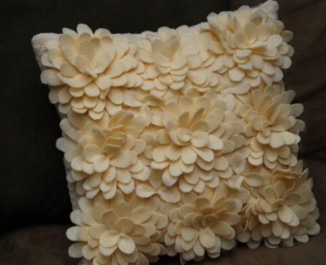 подушка с цветами из фетра (8) (700x570, 228Kb)