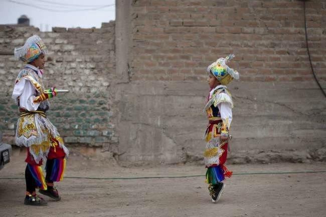 перуанский танец с ножницами фото 8 (650x433, 92Kb)