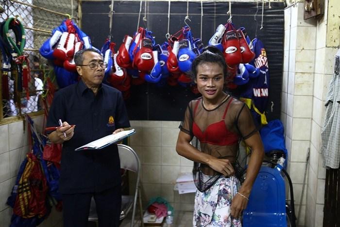 Никто не хочет драться с геем! Фотографии боксеров трансгендеров из Таиланда