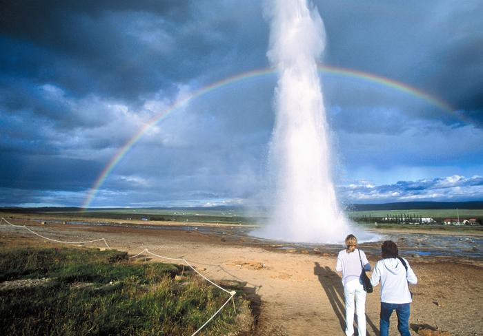 Почему вода в гейзере горячая?