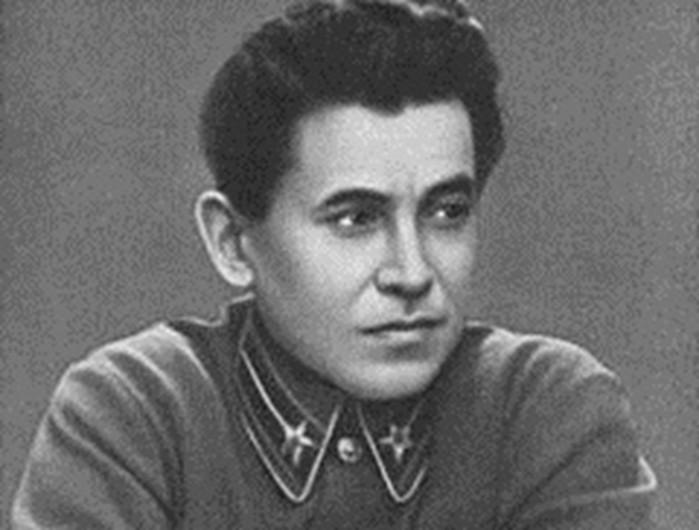 За что Сталин казнил Ежова