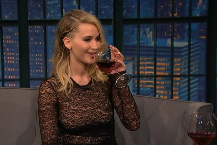 Дженнифер Лоуренс ввязалась в пьяную драку и облила соперника пивом в Будапеште