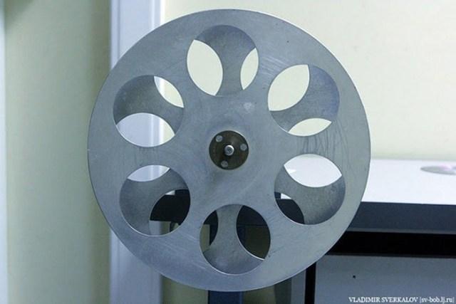 Как показывают фильмы в кинотеатре