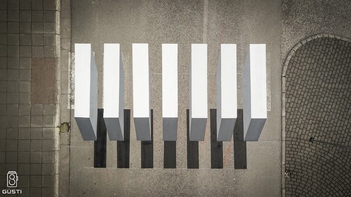Оригинальная оптическая иллюзия, обеспечивающая пешеходам безопасность