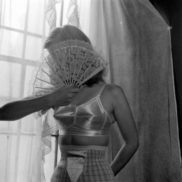 История моды: нагрудные «пули» 1950 х годов