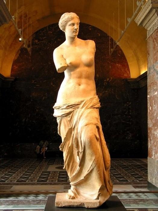 Красивая женская грудь: как менялась мода со времён палеолита до наших дней