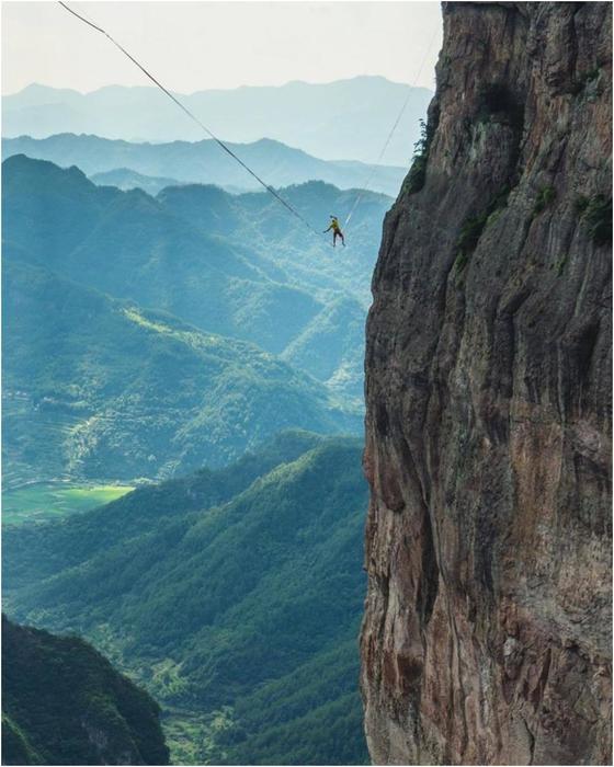 Трюки экстремала, который совершенно не боится высоты