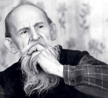 Это человек, который всю свою жизнь посвятил собиранию былин, сказок, песен
