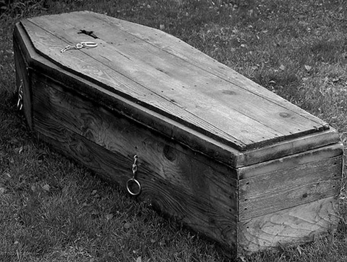 Жуткие истории, как люди жили с мертвецами в своей квартире