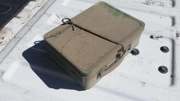 Мужчина нашел старый чемодан и его ждал очень приятный сюрприз