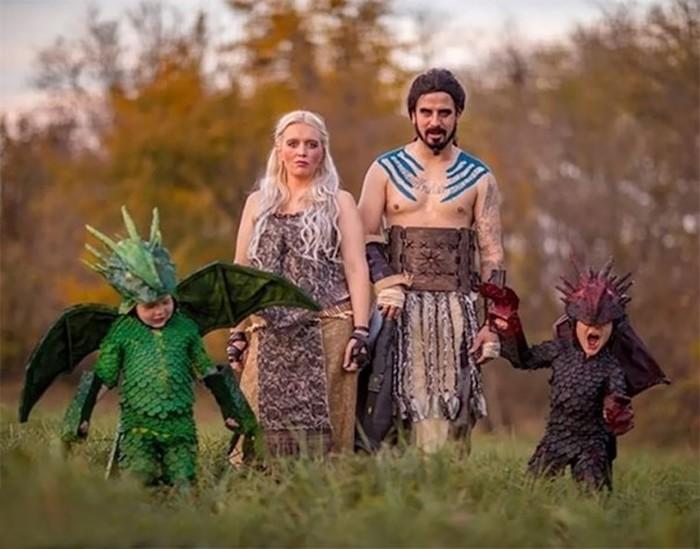 Идеальные наряды! 18 крутых семей, которые удивили всех вокруг своими праздничными костюмами