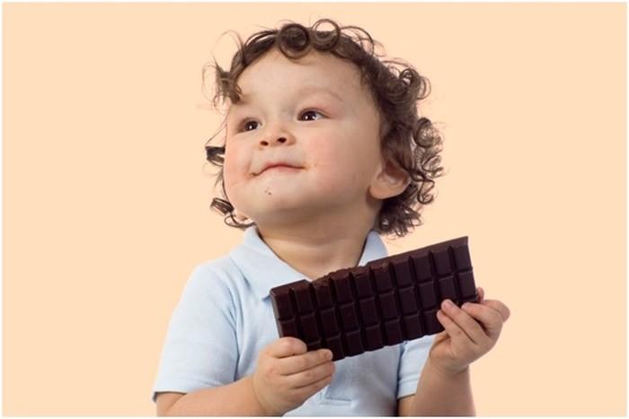 Ребенок любит шоколад: польза лакомства