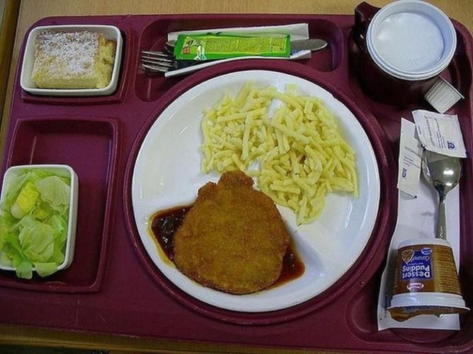 Чем кормят в больницах разных стран? Обед обеду рознь...