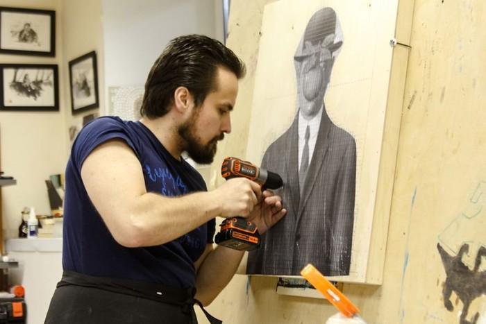 Необычные картины из шурупов «пишет» художник Марат Наби