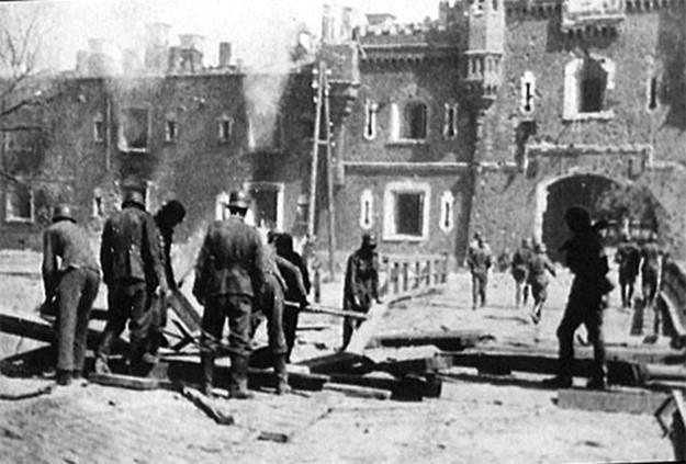 До сих пор остается дискуссионным вопрос о соотношении сил в боях за Брестскую крепость