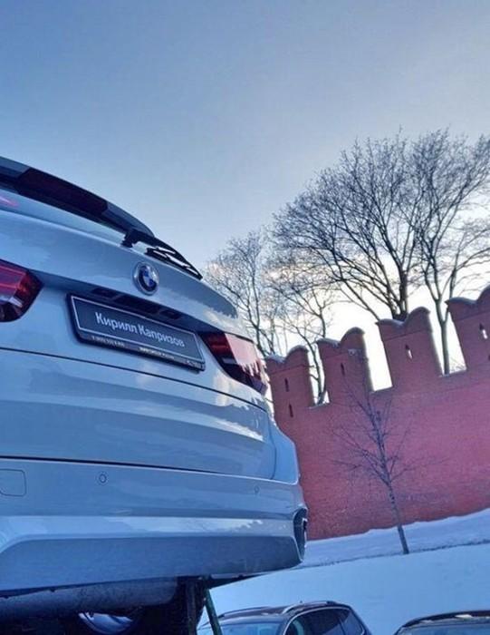 140 новеньких BMW на Красной площади для российских медалистов Олимпиады