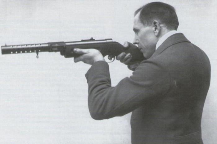 Как появилась версия, что автомат Калашникова изобрел немец Шмайссер