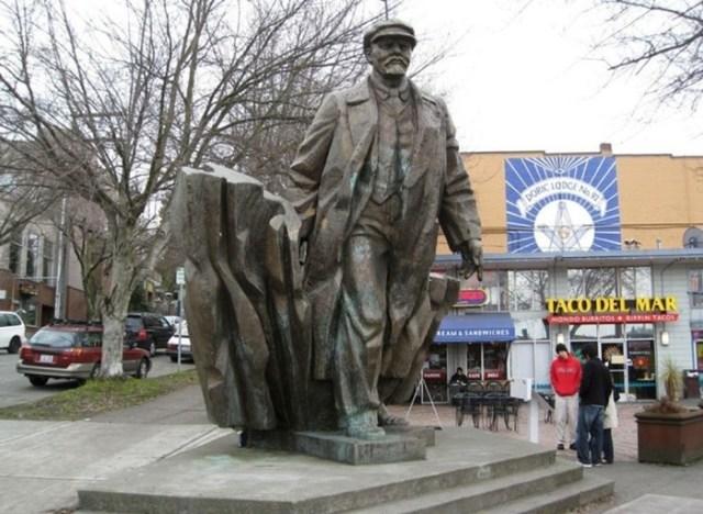 Памятники русским правителям заграницей: удивительные истории