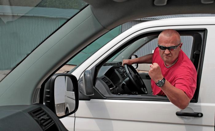 Распространенные привычки водителей, которые уничтожают свой автомобиль