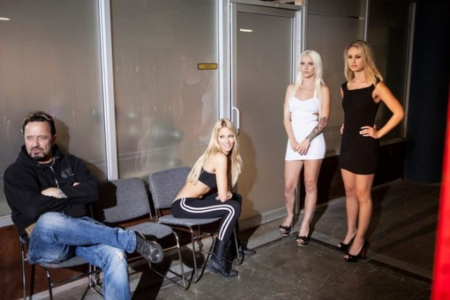 Будни актрисы порнофильмов (16 фото)