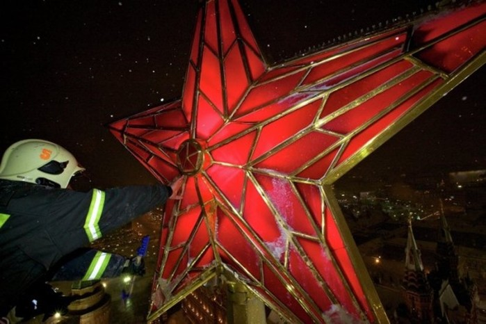 Как в Кремле поменяли орлов на звезды: символы на башнях Москвы