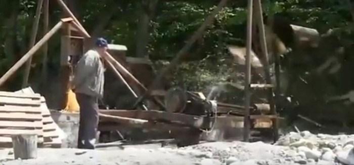 Собственная ГЭС: мужчина раздает бесплатную электроэнергию односельчанам