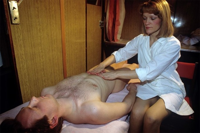 Как работают эротические массажные салоны в Москве: «Какие они смешные, когда приходят в первый раз»