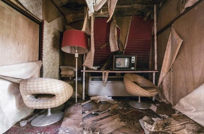 Интерьеры заброшенного токийского отеля любви