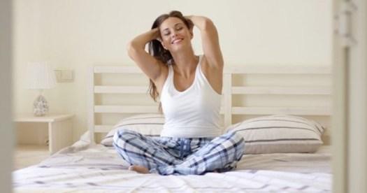 20 упражнений, которые можно делать лежа в постели