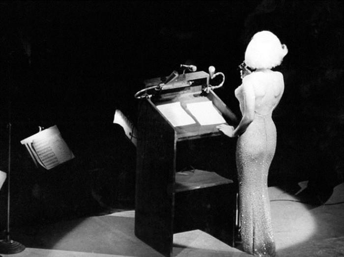 Самое скандальное выступление Мэрилин Монро: «С днём рожденья, мистер президент!»