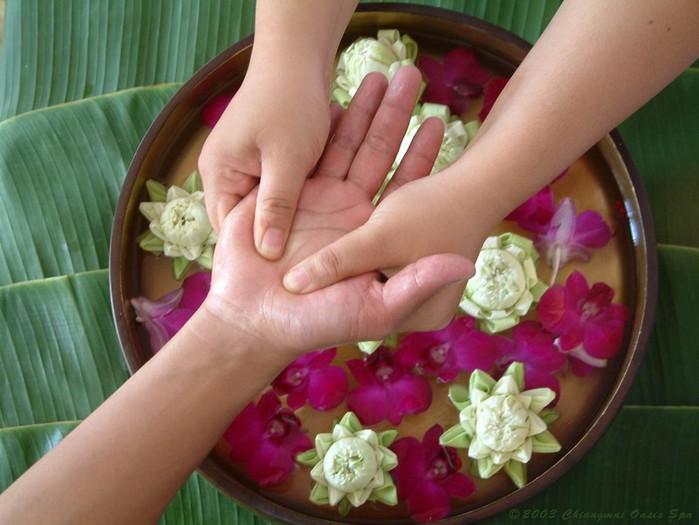 Как использовать лечебную силу ваших рук: активные точки на ладони, массаж кистей рук, болезни по руке