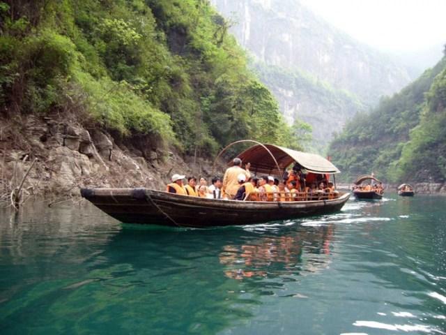 Путешествие на длинной лодке по китайской реке