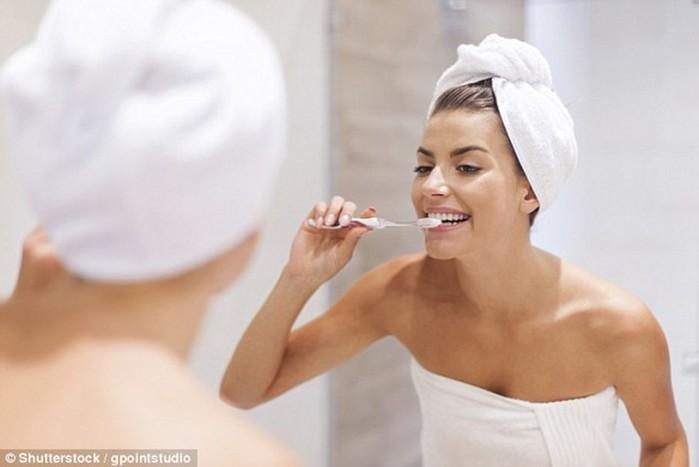 10 естественных способов отбелить зубы