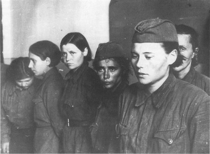 Как поступали фашисты с пленными женщинами бойцами Красной Армии
