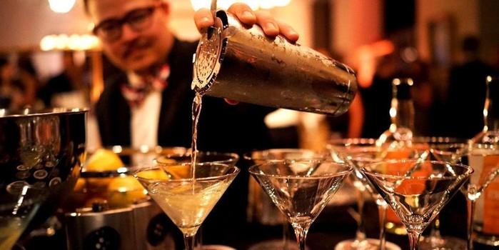 Замечают ли бармены, кому продают алкоголь?