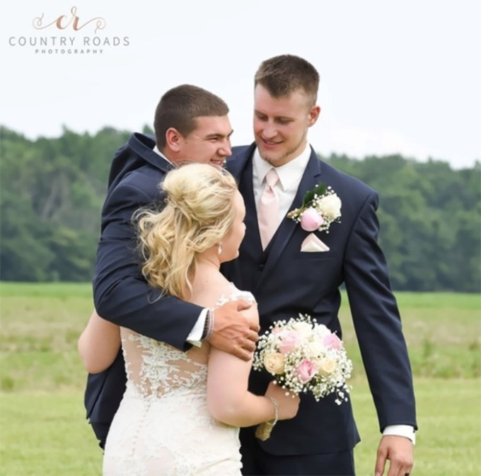 «Третий лишний»: свадебная фотосессия с участием лучшего друга жениха