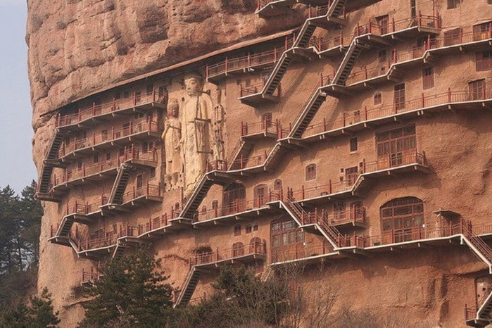 Тысячи статуй Будды в таинственных гротах Майцзишаня
