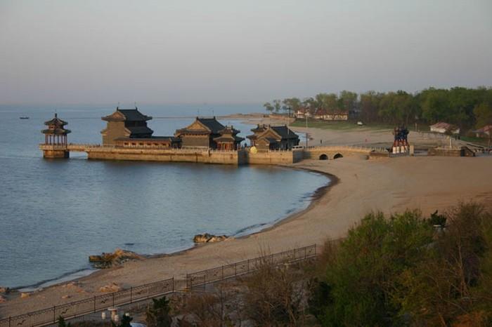 Голова Дракона— Лаолунтоу, начало Великой китайской стены
