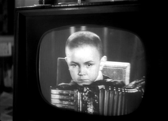 Телевизор в кино: что смотрят герои фильмов («пасхалки»)