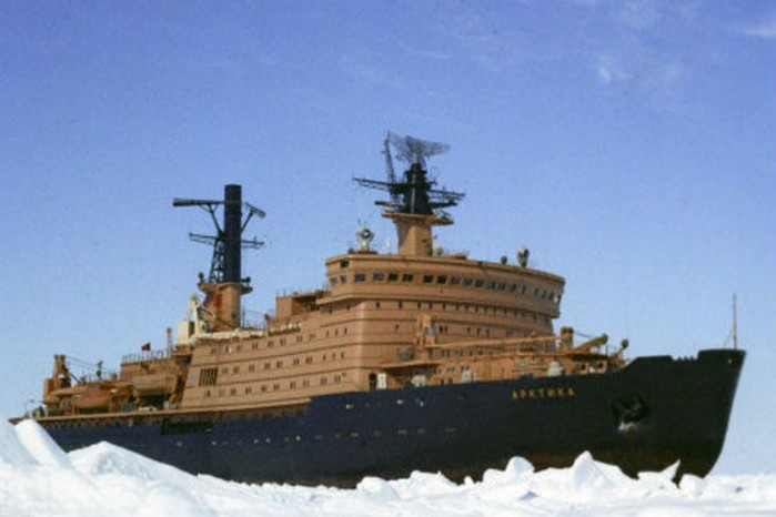 Какой толщины лед способен проломить атомный ледокол гигант?