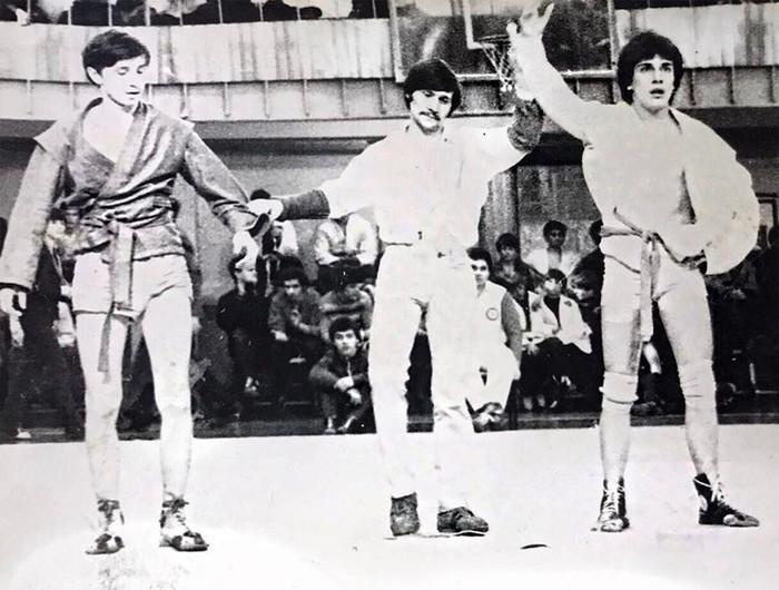 Несколько неожиданных фото знаменитых мужчин, когда они еще не были лысыми