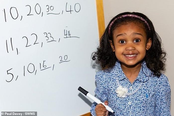 Четырехлетнюю девочку признали одним из самых юных вундеркиндов мира