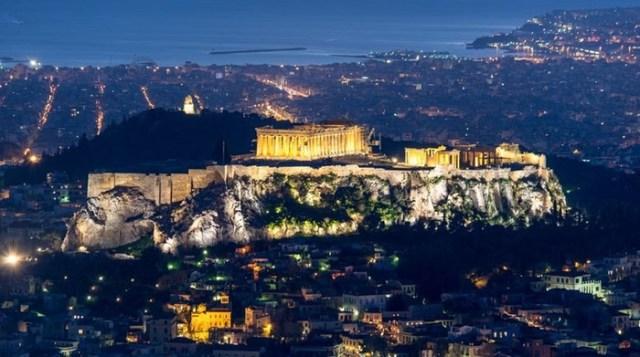Почему все думают, что акрополь находится в Афинах?