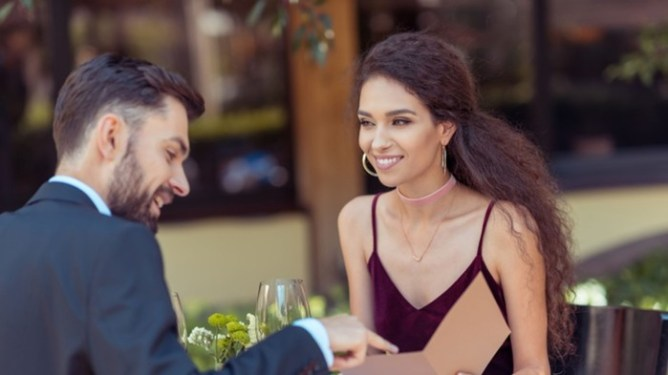 Как избежать ошибок в общении с мужчиной на свидании