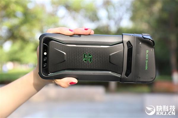 黑鲨游戏手机开箱图赏:一体式液冷/造型拉风
